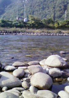 川は 流れる