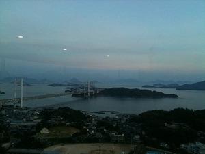 夕やみ迫る海